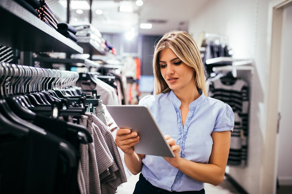 desde tu pagina web o tienda en línea puedes administrar inventarios, catálogos, productos